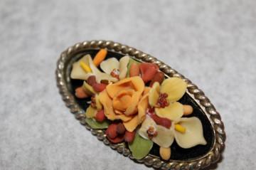Brosa vintage flori din celuloid anii '30