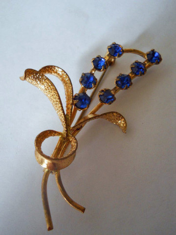 Brosa cristale albastre anii '30