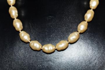 Colier vintage perle baroce de sticla anii '50