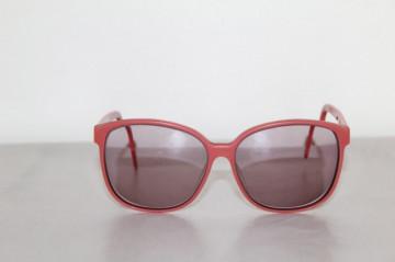 "Ochelari de soare roz 'Liz Clairborne"" anii '70"