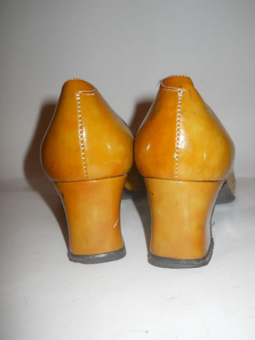 Pantofi lac mustar anii '60