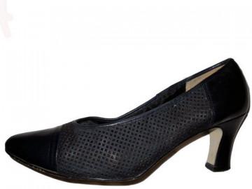 "Pantofi retro  piele perforata ""Brigitte von Servas"" anii '80"
