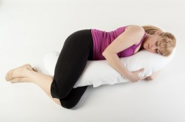 Perna pentru gravide multifunctionala in forma literei C BEBEDECO Somn Usor cu husa galbena