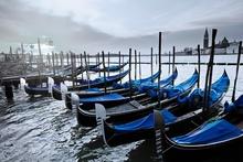Tablou canvas  gondole albastre vedere spre San Giorgio - Venetia