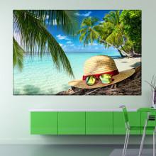 Tablou Canvas Ochelari de Soare pe Palarie In Peisaj Tropical OPMD17