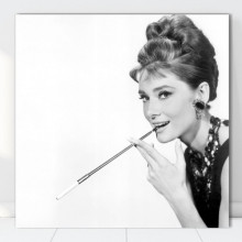 Tablou Canvas Audrey Hepburn cu Tigareta VR39