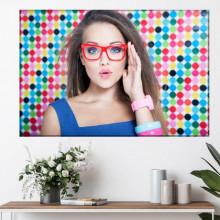 Tablou Canvas Fata cu Ochelari de Vedere si Rama Rosie OPMD4