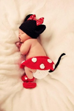 Costum bebelusi crosetat Minnie Mouse