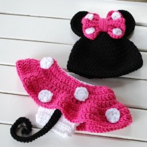 Costum bebelusi crosetat Minnie Mouse