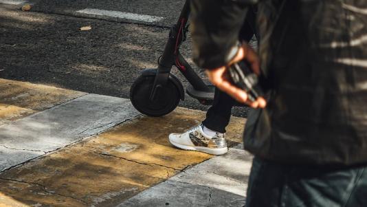 Proiect de lege: cum se conduc trotinetele electrice si care sunt sanctiunile?