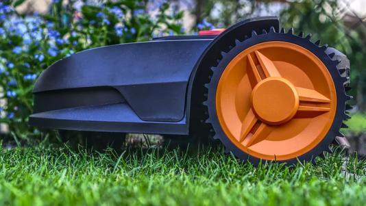 Sfaturi legate de tunderea gazonului: cum sa procedezi si ce masina sa folosesti?