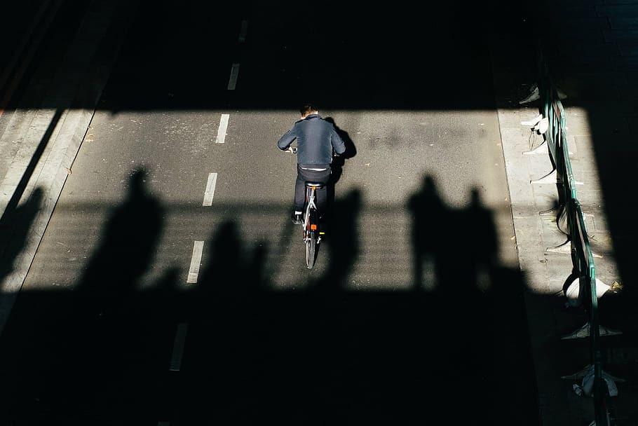 Extrase din codul rutier privind biciclistii. Ce (nu) trebuie sa faci?