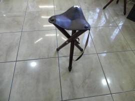 Scaun cu trei picioare din lemn - Mic 45 cm