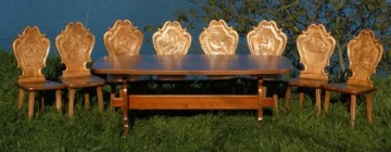 Masă 1800 x 850 x 780 cm cu 6 scaune gravate având motive - vânătoreşti