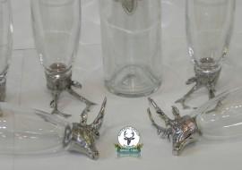 Set de 6 pahare din sticla cu cap de cerb si sticluta tuica de 0,5 L.