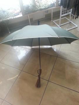 Poze Umbrela verde cu maner de pat arma