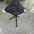 Scaun cu trei picioare din lemn - MARE 75 cm