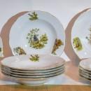 Set masa 6 persoane din portelan pictat cu marginile aurita. Made in Cehia. Din 24 de piese