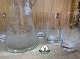 SET DE PAHARE DIN 6 buc. din sticla GRAVAT ptr. Racoritoare 340ml cu CARAFA GRAVAT de 1500 ml cod.10