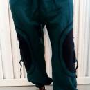 Pantaloni turcoaz cu model spirala aplicat pe buzunarele laterale
