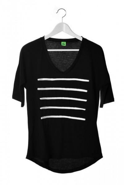 Poze Tricou negru cu dungi albe aplicate