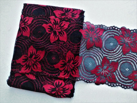 Dantela elastica neagra cu flori rosii 18cm, cod303