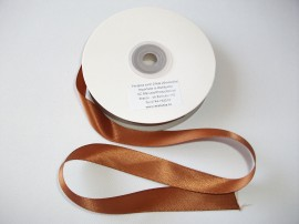 Panglica satinata ambele fete 20 mm maro