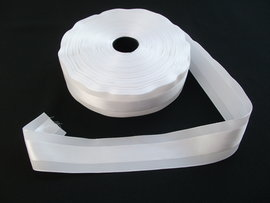 Panglica satinata pe mijloc 40 mm alb