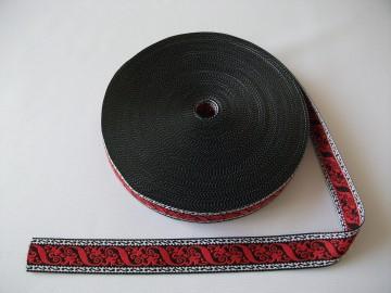 Banda tesuta Cezara 25 mm - model pe rosu