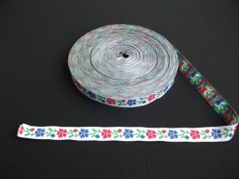 Banda tesuta flori 25 mm - fond alb