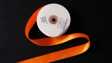 Panglica satinata ambele fete 15 mm portocalie