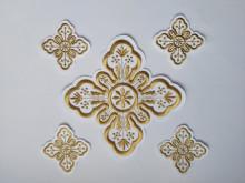Ornament bisericesc cruce mica - alb cu auriu