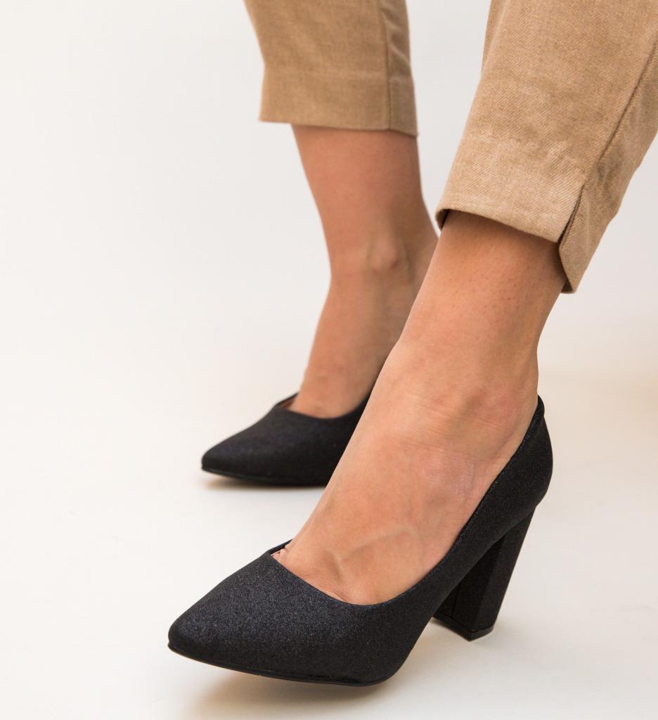 Pantofi Tyga Negri