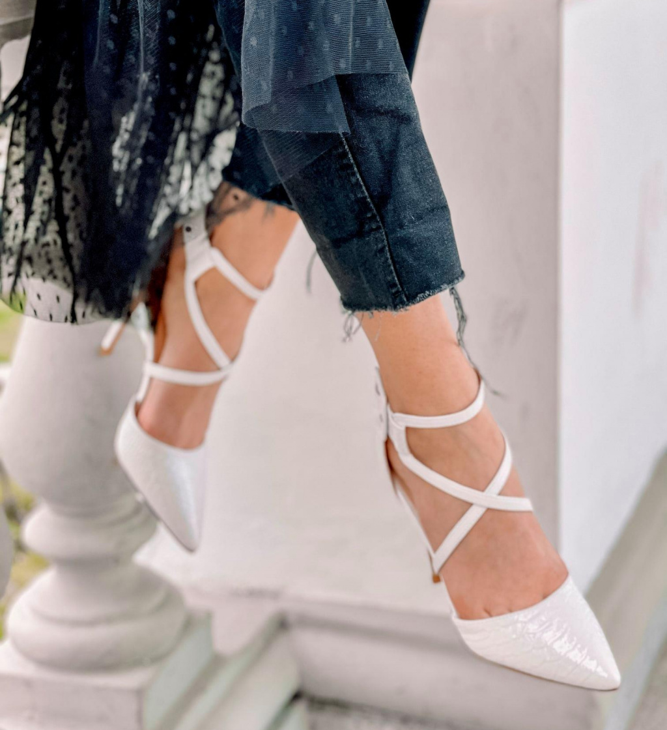 Pantofi Cillia Albi