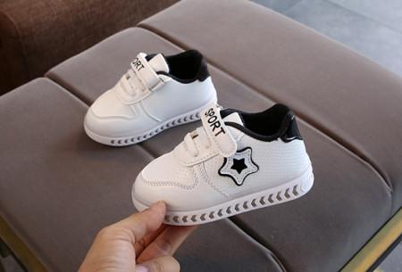 Adidasi albi cu negru cu luminite in talpa