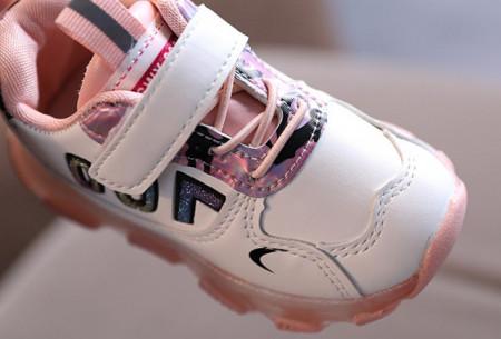 Adidasi albi cu roz pentru fetite