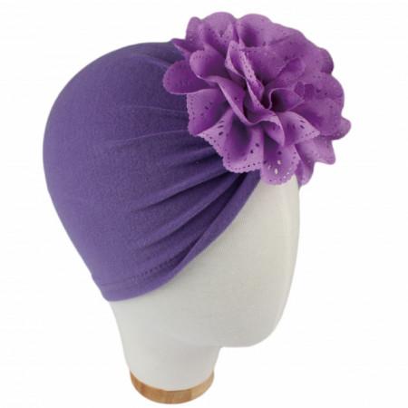 Caciulita tip turban cu floare dantelata