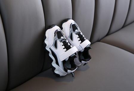 Adidasi albi cu gri si negru