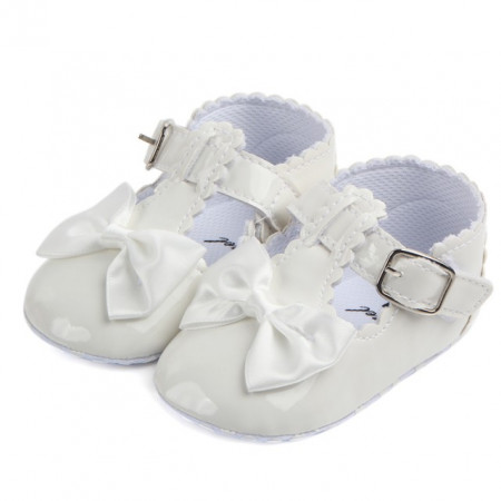 Pantofiori albi din lac cu fundita