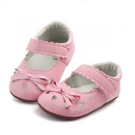 Pantofiori roz - Inimioare decupate