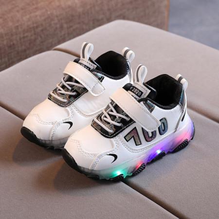 Adidasi albi cu negru cu luminite