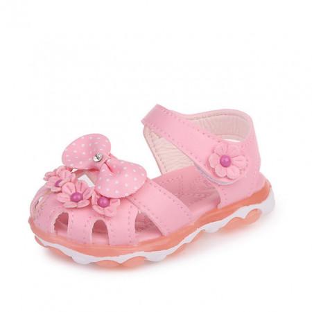 Sandale roz deschis cu floricele pentru fetite
