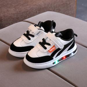 Adidasi albi cu negru si cu luminite