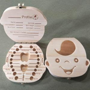 Cutiuta pentru primii dintisori si suvita de par pentru baietei