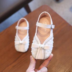 Pantofi albi cu perlute