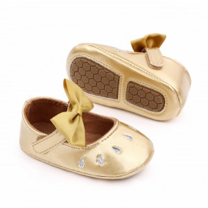 Pantofiori aurii din lac cu puncte argintii