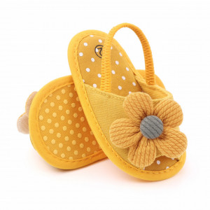 Pantofiori decupati galbeni cu margareta