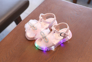Sandale roz din lac cu fundita cu strasuri