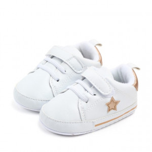 Adidasi bebelusi cu steluta aurie