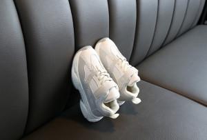 Adidasi gri cu ivoire